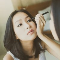 how to apply eyeliner like a pro